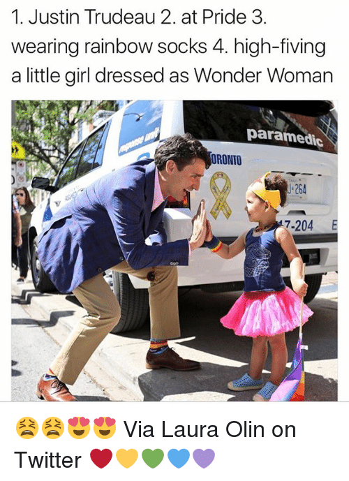 Paramedic: 1. Justin Trudeau 2. at Pride 3.  wearing rainbow socks 4. high-fiving  a little girl dressed as Wonder Woman  paramedic  ORONTO  J-264  7-204 E 😫😫😍😍 Via Laura Olin on Twitter ❤️💛💚💙💜