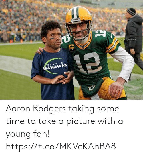 Young: Aaron Rodgers taking some time to take a picture with a young fan! https://t.co/MKVcKAhBA8