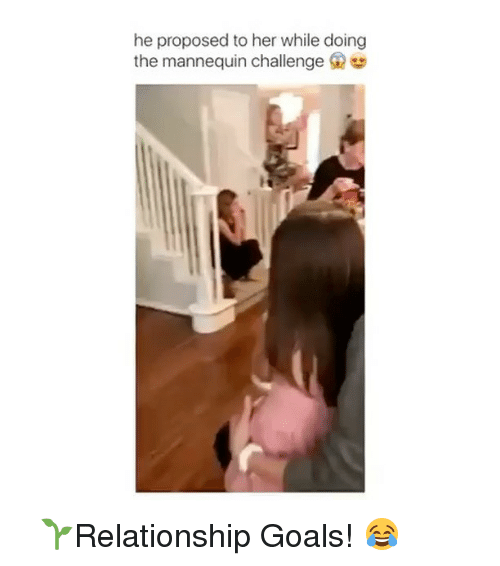 Mannequin Challenges: he proposed to her while doing  the mannequin challenge G ⠀ 🌱Relationship Goals! 😂