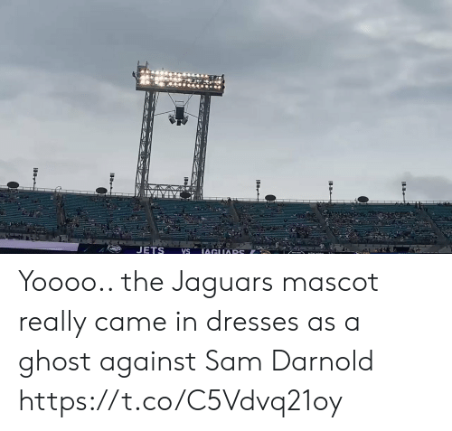 jaguars: JETS  IAGUARS  VS Yoooo.. the Jaguars mascot really came in dresses as a ghost against Sam Darnold https://t.co/C5Vdvq21oy