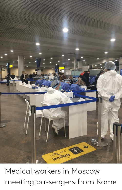 Passengers: Medical workers in Moscow meeting passengers from Rome