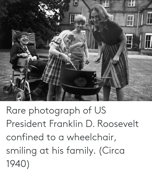 us president: Rare photograph of US President Franklin D. Roosevelt confined to a wheelchair, smiling at his family. (Circa 1940)