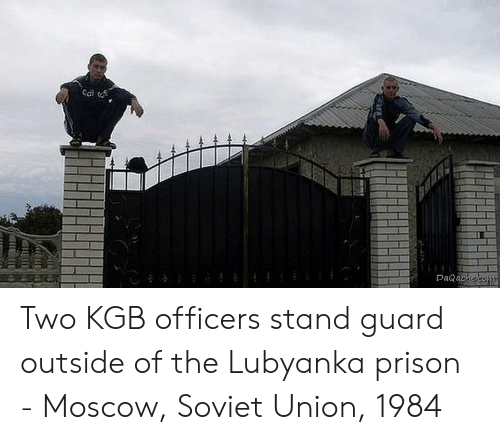 kgb: Sai  Da ache Two KGB officers stand guard outside of the Lubyanka prison - Moscow, Soviet Union, 1984