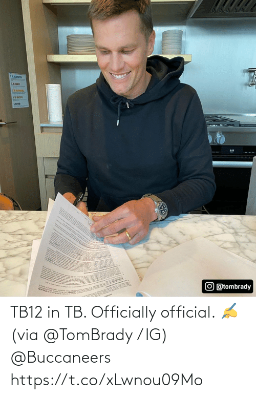 via: TB12 in TB.   Officially official. ✍ (via @TomBrady / IG) @Buccaneers https://t.co/xLwnou09Mo