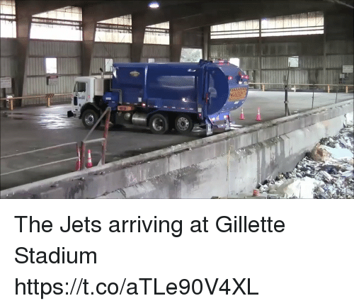 gillette stadium: The Jets arriving at Gillette Stadium https://t.co/aTLe90V4XL